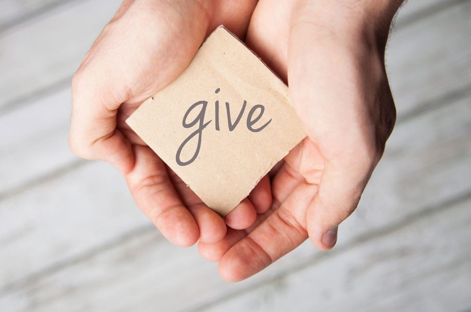 GiveHands-iStock-Blog-1280x620-1280x620